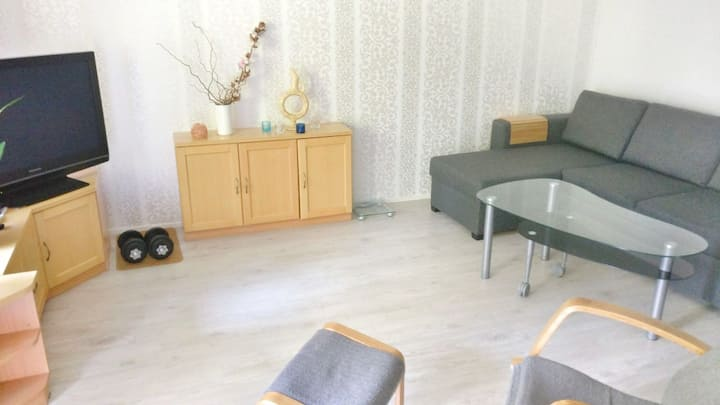 4 km to city center, free parking, cute apartment