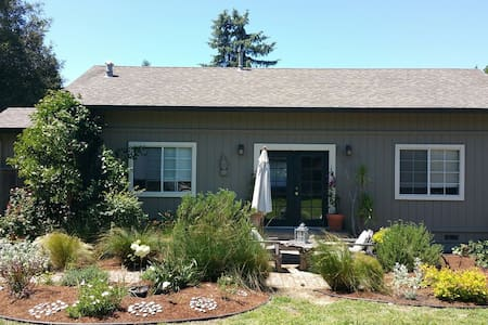 Quiet Cozy Cottage Getaway - Sebastopol