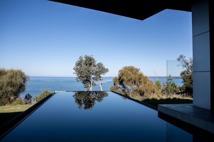 Somers Sanctuary - Luxury with pool & sea views