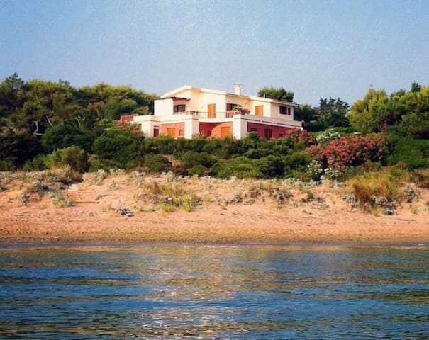 Greece, beach front, perfect for family of 4 ! - Vasilikos - Dům pro hosty