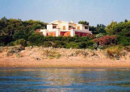 Greece, beach front, perfect for family of 4 ! - Vasilikos - 宾馆