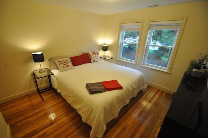 Comfortable bedroom(s) with bath and living room - Stoneham