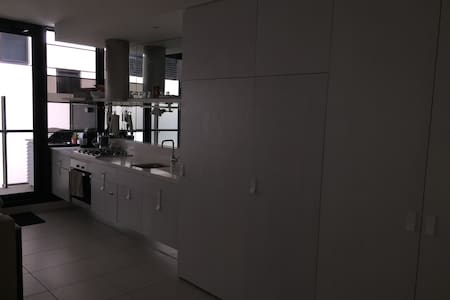 Refreshing 1 Bedroom Apartment in South Yarra - South Yarra