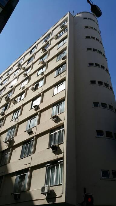 Building corner with Gomes Carneiro Street.
