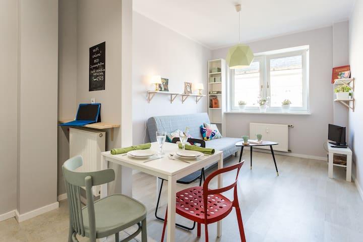Newly refurbished mini studio near SWPS, invoice