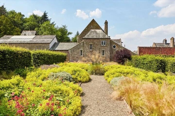 Wild Harvest Luxury House & Activities, Hereford.