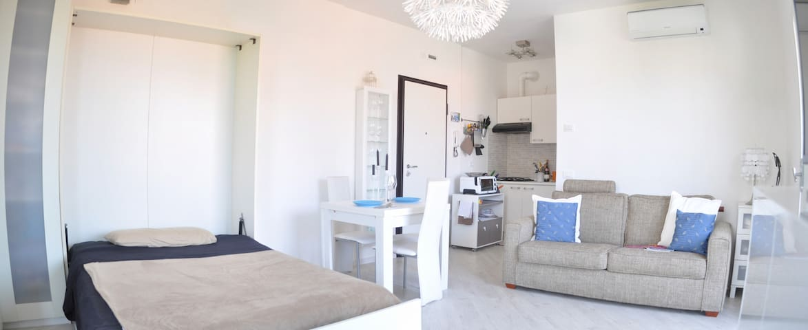 Apartment in tranquil area next to the Lake - Peschiera del Garda - Lägenhet