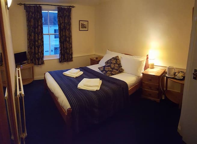 Double Room at the Modbury Inn (Room2)