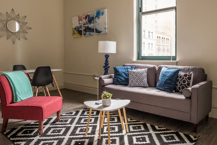 Contemporary 1br Downtown | Minutes to Anything