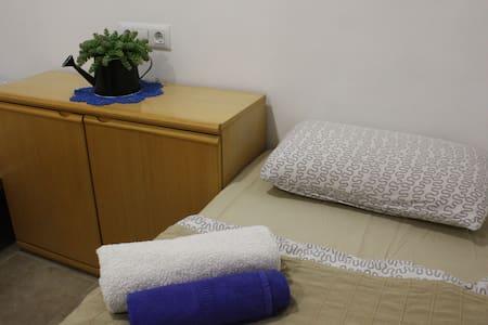 Room near Barcelona Airport El Prat - El Prat de Llobregat - Apartemen