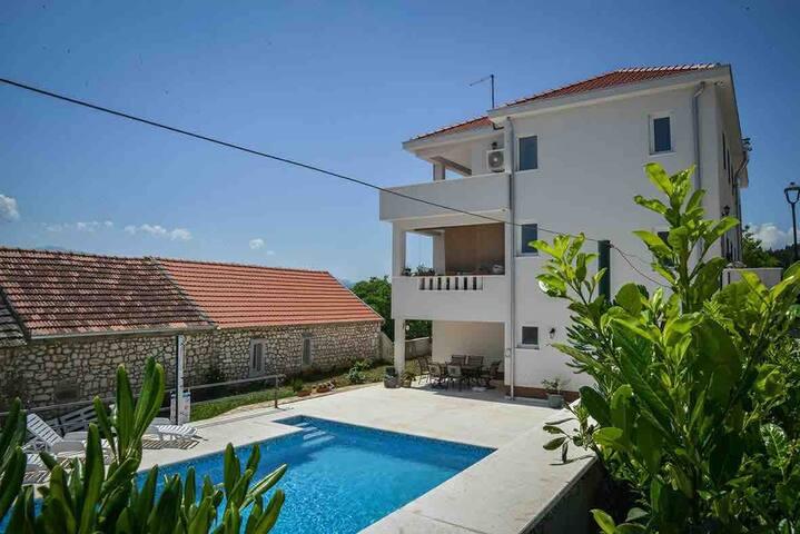 Villa Ivana Biokovo- LAST MINUT 300 EU ganzes Haus