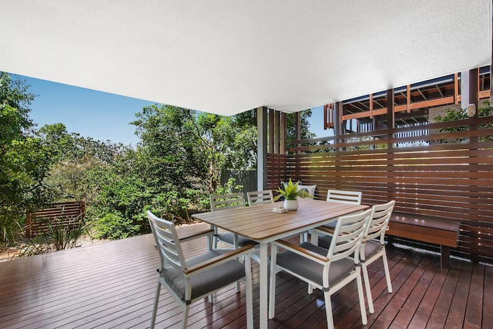 Family Unit With Parking & Pool 160m From Beach