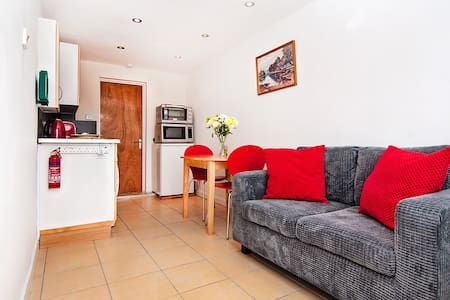 WOKING : SELF-CONTAINED APARTMENT - Woking - Apartament