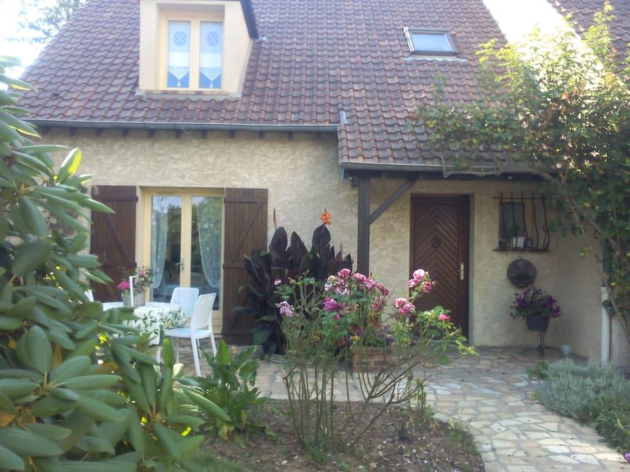Chambre agr able vue sur jardin plaisir maisons for Jardin a louer ile de france