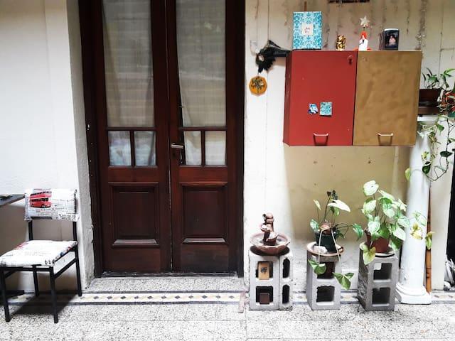 entrada individual a cada habitacion desde el patio