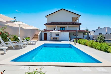 Beautiful Holiday House Emma with private Pool