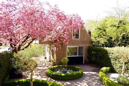 B&B Laren, a little cherry blossom paradise. - Laren