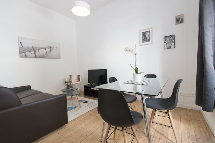 Quiet apartment near train station - ground floor