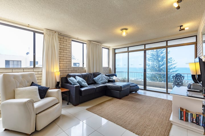Absolute beachfront! Edgecliffe  5, Kings Beach