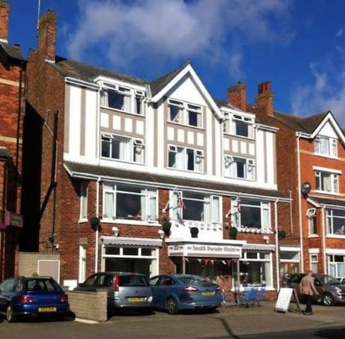 Seafront Hotel with great location and views