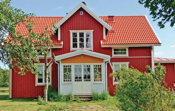 Holiday cottage with 6 bedrooms on 160m² in Skillingaryd