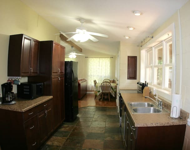 Private One Bedroom Apartment with yard - Waialua - Hus