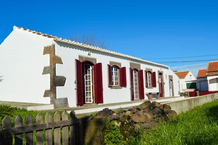 Residência Pires - Praia da Vitória - Hus