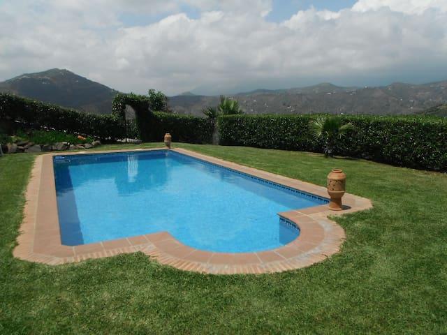 Beautiful 3 bedroom Villa. - Sayalonga - Villa