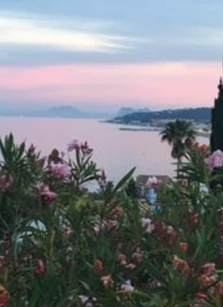 Superb villa, views, pool & garden