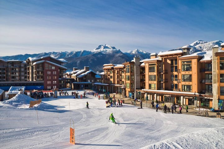 Luxury 2 Bedroom Suite - Ski-In Ski-Out Access