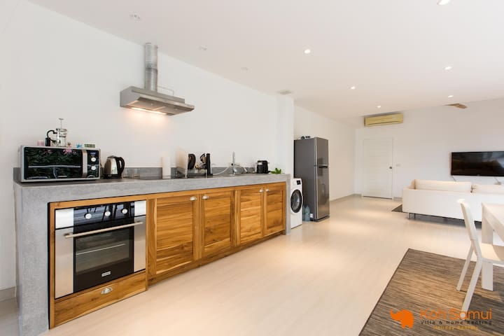 Spacious Cosy 2 BR Flat - SeaView
