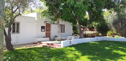 50 White -  Cow Cottage - Privat och säkert