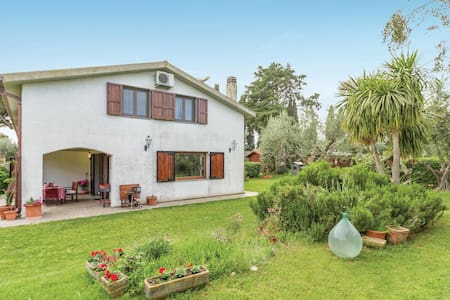 Semi-Detached with 4 bedrooms on 180m² in Tarquinia VT
