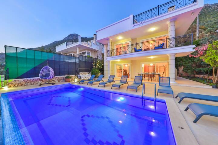 Antalya; Kalkan'da, Kiralık Lüks Villa