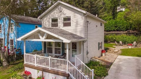 Riverfront Cottage w/beautiful view of Allghny Rvr