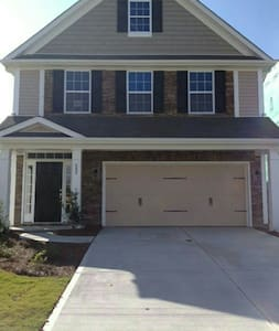 Large king BR close to CLT airport. - House