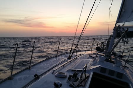 K West- Privt cabin for 2 in 45' sloop, sail opt'l - Key West - Bateau