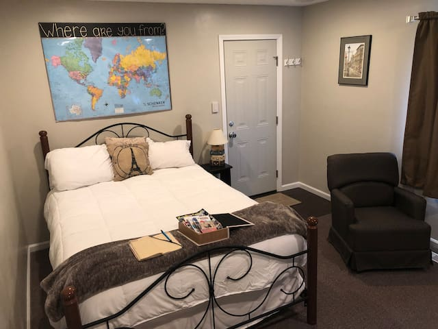 Great Private Suite close to highway! N INDY *****