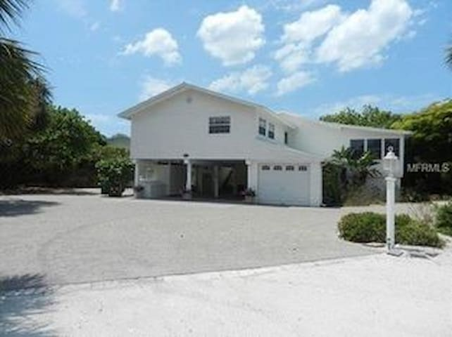 Across from beach, walk to town, gamesroom - Boca Grande - Rumah