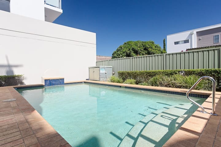 1 'Peninsula Waters', 2-4 Soldiers Point Road - Aircon, pool & massive outdoor area