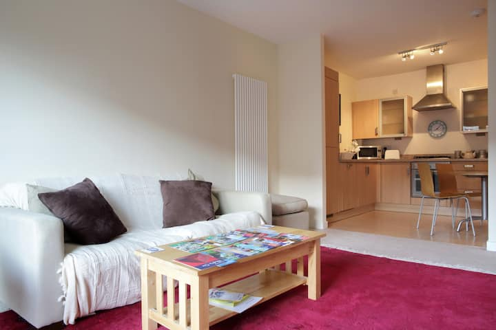 Homely modern two bedroom full flat, free parking