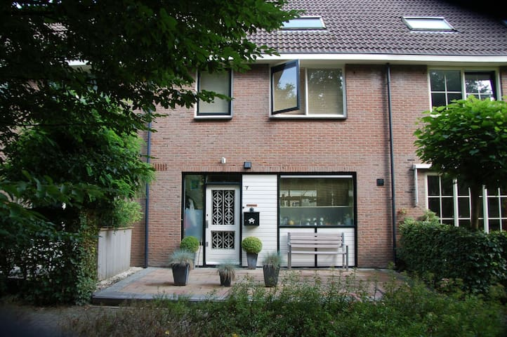 Ruime gezinswoning centraal ned. - Eemnes - House