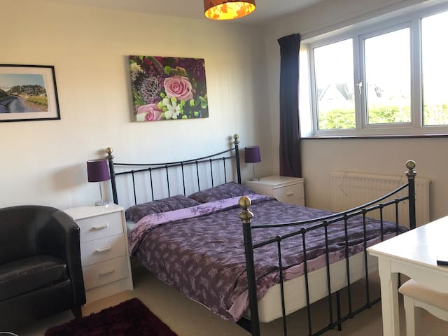 Comfortable double room in Corsham