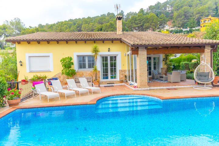 Luxury villa close to beach, mountain and golf