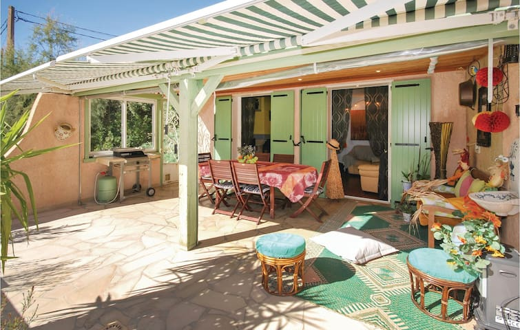 Holiday cottage with 2 bedrooms on 87m² in Ste Anastasie