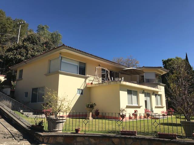 Cómoda casa en residencial con acceso a casa Club