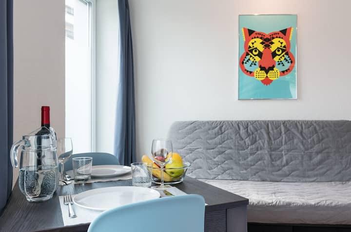 ZH Tiger - Altstetten HITrental Apartment