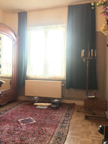 Artist's bedroom - 15 minutes from city center