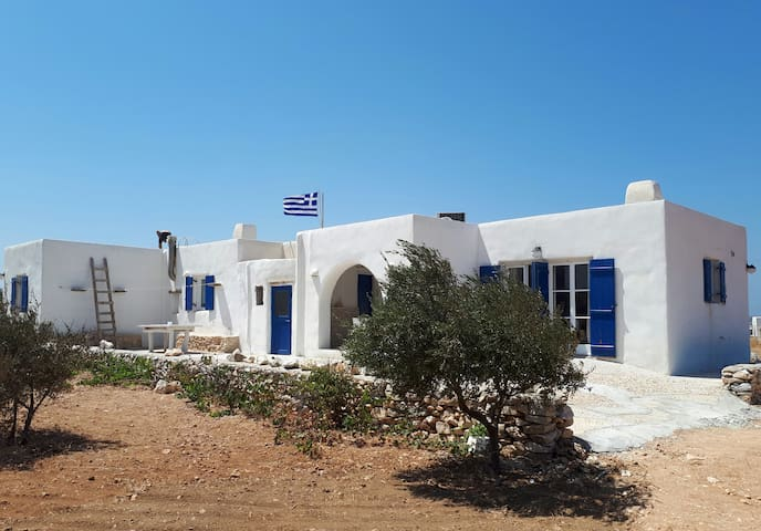 THE WHITE HOUSE: typical Cyclades house with charm