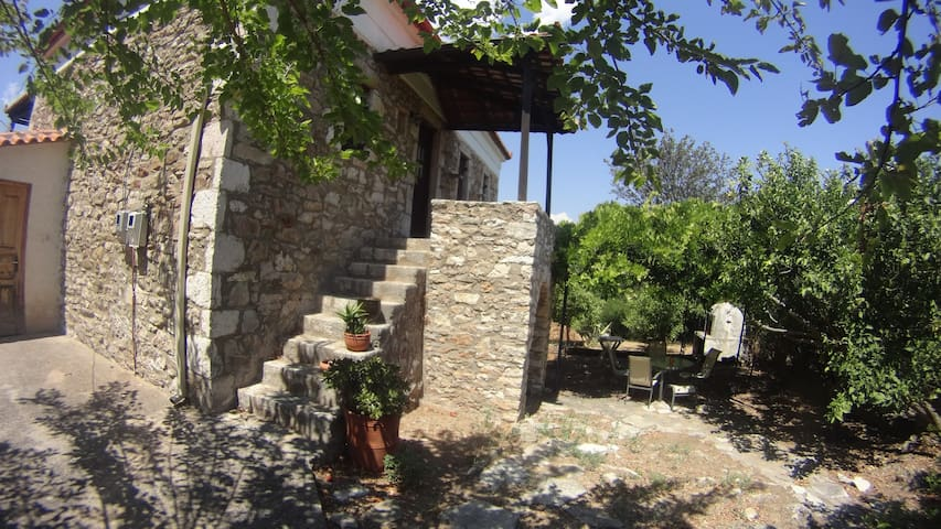 Two Story Rustic Traditional Stone House - Messenia - Huis
